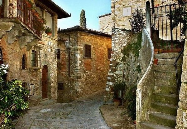 Montefioralle - harmony of ancient streets